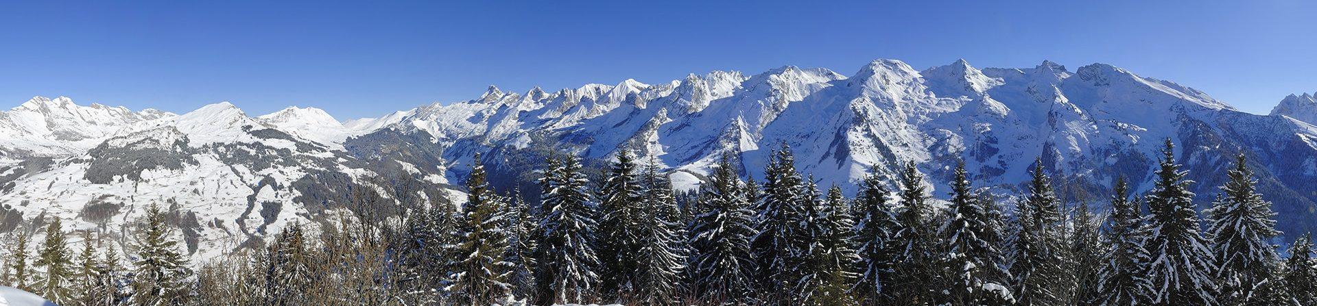 La chaîne des Aravis en hiver.
