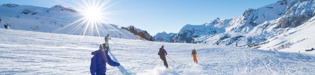 Sportifs à ski sur les pistes du Grand-Bornand, Chinaillon.